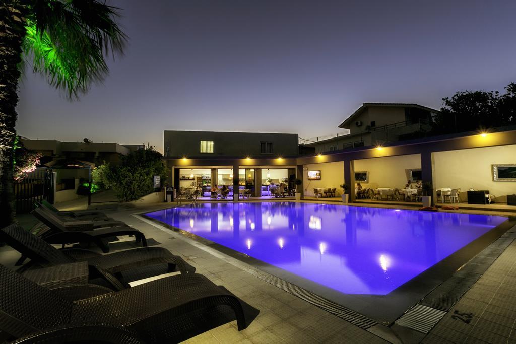 Αδειδότηση Κολυμβητικής Δεξαμενής στο Hillside Studios & Apartments